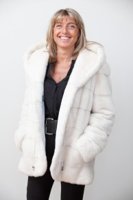 Veste Longue de Vison Blanc à Capuche