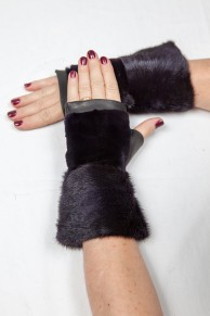 Dark Violet Mittens in Mink and Leather