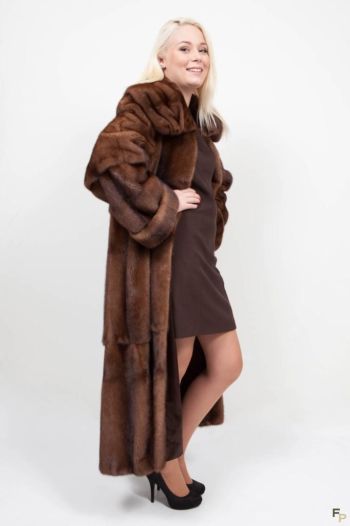 Manteau long en vison de la maison Saga Furs