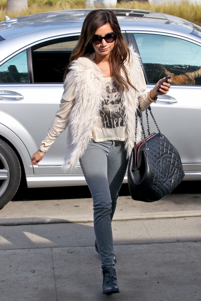 Ashley Tisdale Veste Fourrure Blanche