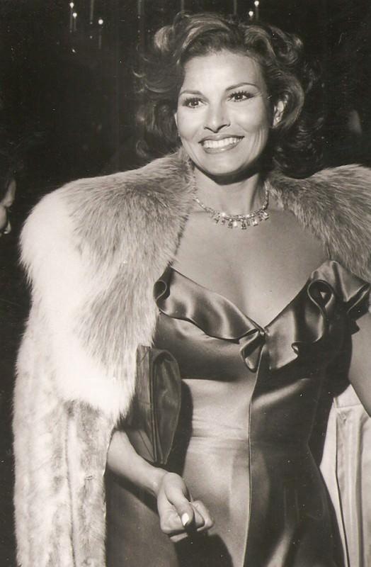 Raquel-Welsh-never-looked-so-good