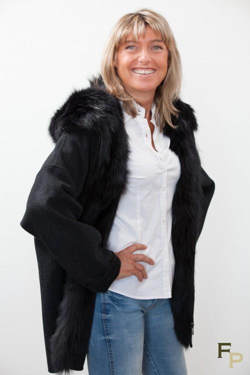 manteau en laine et fourrure de renard. Black Bedroom Furniture Sets. Home Design Ideas