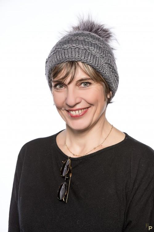 """Bonnet """"Lux"""" en Laine Gris avec Pompon de Finn Raccoon"""