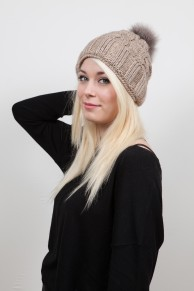 bonnet en laine marron clair avec pompon renard
