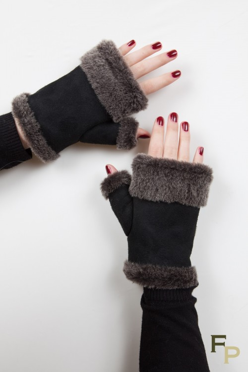 Mittens in Black and Dark Grey Sheepskin Leather